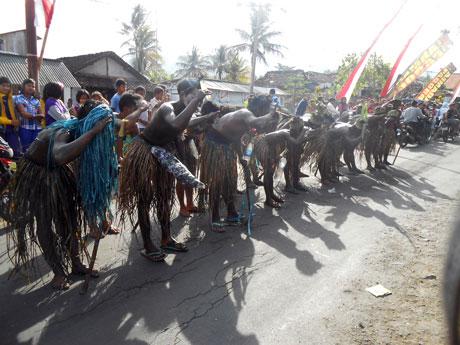 Atraksi-dari-Papua2