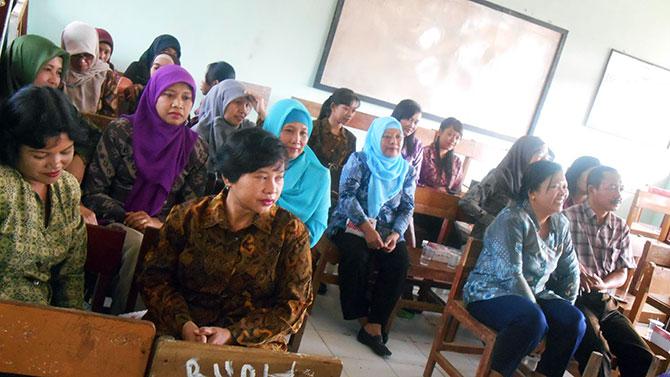 Guru-Karyawan-SMP-Tanggunggunung-1