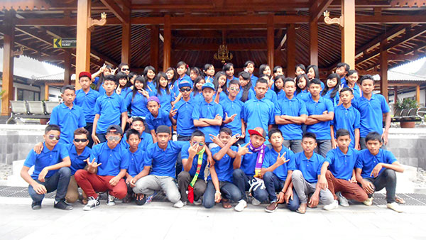 Di-depan-pendapa-Borobudur
