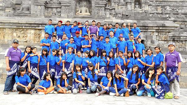 Di-depan-relief-Borobudur