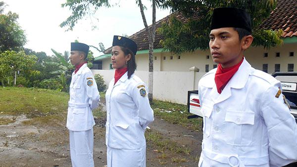 Pengibar-Bendera-siswa-SMK-Super