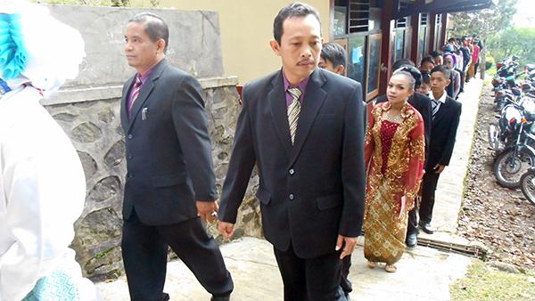 Drs-Bambang-Ismawan-dan-Gendut-S-Pd