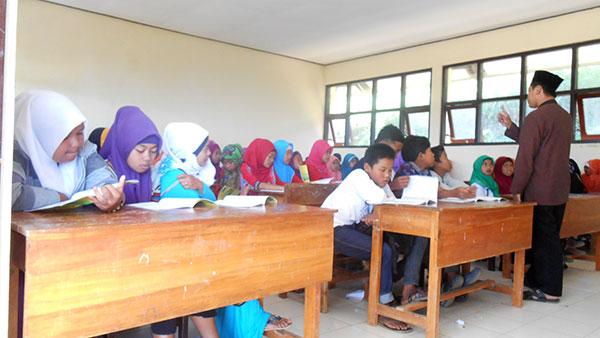 Mengaji-di-dalam-kelas-(Pondok-Ramadhan-1436-H-Sang-Dewo)