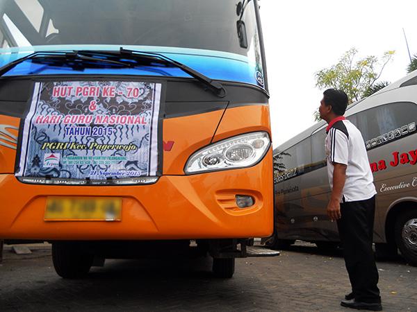 Bus-Rombongan-PGRI-Pagerwojo